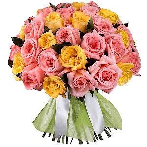 Букет из 57 розовых и желтых роз